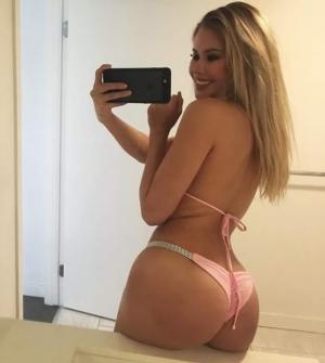 Booty in bikini ready voor vakantie!!!